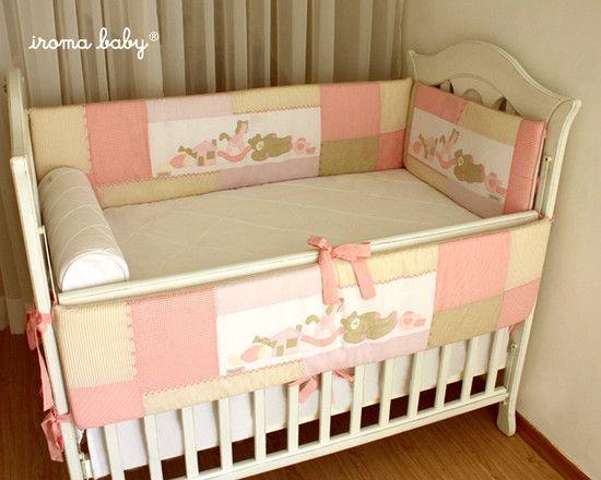 Kit de berço Patchwork Ursa com Brinquedos rosa e bege nude - Iroma Baby