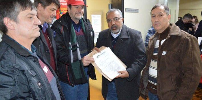 Bancários de Porto Alegre pedem audiência pública ao senador Paim para debater Plano II do Banesprev - http://www.sindbancarios.org.br/bancarios-de-porto-alegre-pedem-audiencia-publica-ao-senador-paim-para-debater-plano-ii-do-banesprev/