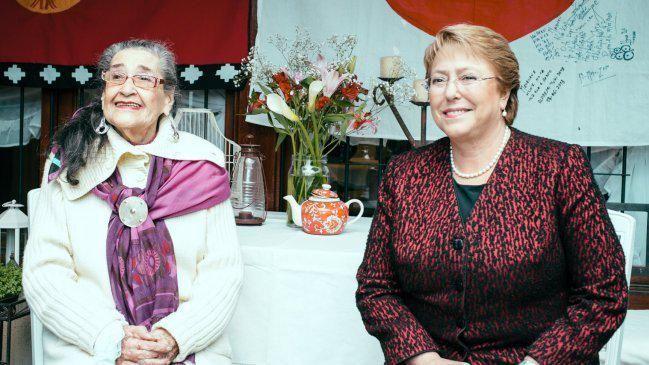 Lamentamos la muerte de una gran folclorista, siempre te recordaremos Margot Loyola y descansa en paz. #TodosXChile