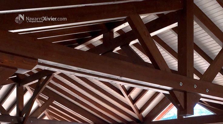 Cerchas y estructura de madera de cubierta a 4 aguas construido en vigas de madera laminada.  Mas información T: +34 687 03 15 65 e: info@navarrolivier.com w: https://navarrolivier.com/  #cubierta #madera #cercha #tejado #roof #carpinteria #arquitectura #manuiserie #Timberframe #techo #bois #madera #cercha #rooftop #navarrolivier #legno