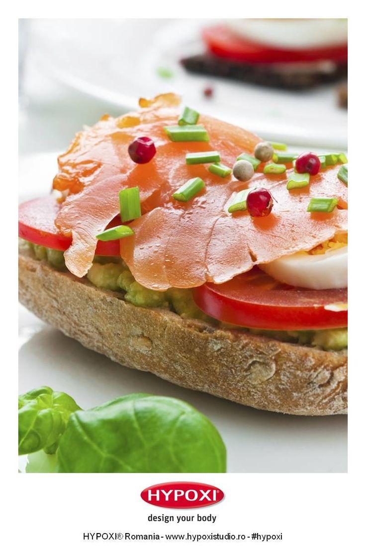 Andreea Raicu ne propune o reteta pentru un pranz sanatos si plin de arome: sandwich cu somon afumat si avocado #Hypoxi #HealthySkin #andreearaicu