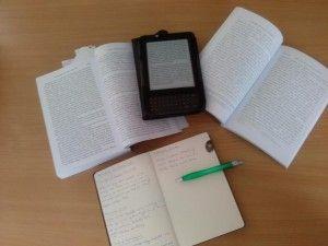 Self-Publishing – Lektor, Verleger, Vermarkter und natürlich Autor in einer Person – dass das hervorragend funktionieren kann, hat nicht nur Amanda Hocking  >> gezeigt. Es scheint auch ganz einfach: Bei Amazon einen Account erstellen (kostenlos), das eigene Manuskript ein wenig aufbereiten, die Datei hochladen, ein paar Metadaten eingeben – das war es auch schon! Die Frage 'Wie finde ich einen Verlag' hat sich damit geändert zu 'Ist ein Verlag für mich der richtige Weg'.