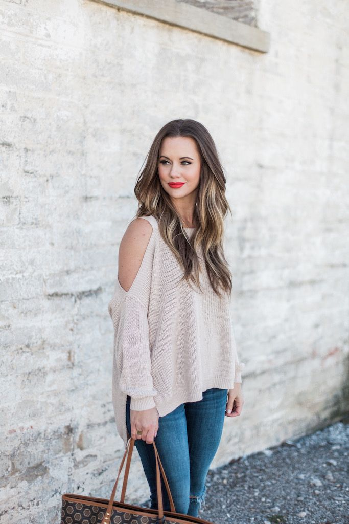 Long Time Coming Top || The Mint Julep Boutique http://www.kbstyled.com/2016/03/cold-shoulder-sweater.html