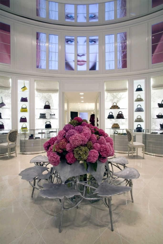 For their 60th anniversary, Dior hired American architect Peter Marino to redesign their famous 13,000sq ft boutique Avenue Montaigne in Paris. #interiordesign #luxury