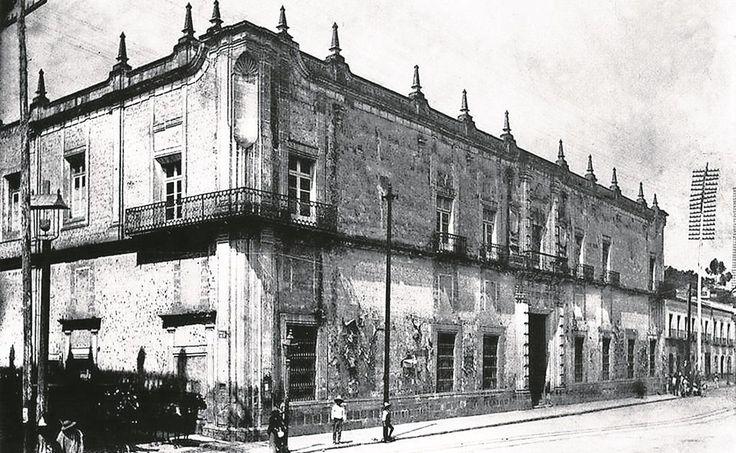 Hospital Real de Nuestra Sra. de la Pura y Limpia Concepcion de la Orden de San fco. mejor conocido como hospital de los Terceros 1900, y antes del Palacio de Correos.