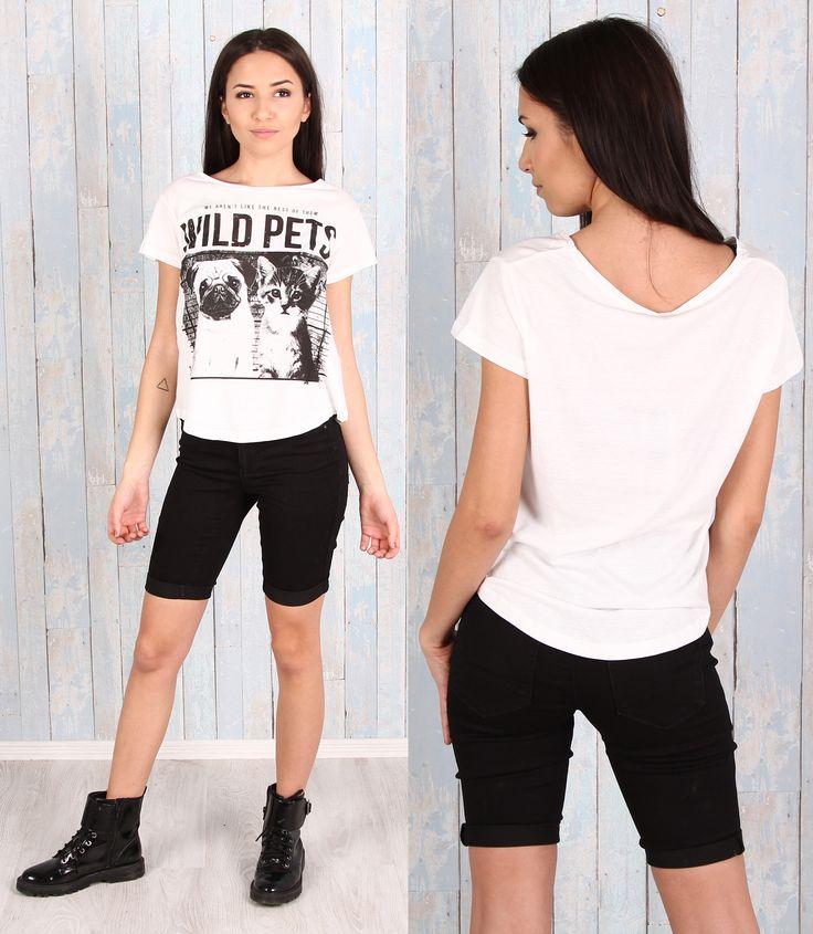 Outfit lejer, format din tricou cu imprimeu si pantaloni scurti Tricou: https://www.543.ro/tricou-stradivarius-i21028