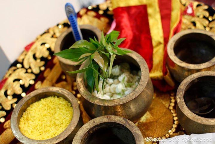 Bunga melati juga menjadi bunga wajib dalam prosesi Malam Bainai pada pernikahan adat Minangkabau Sumatra Barat.