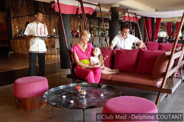 In dit resort op Mauritius is de bediening discreet en is de service bij de bars, in de zwembaden en de restaurants voor liefhebbers van lekker eten afgestemd op uw wensen.