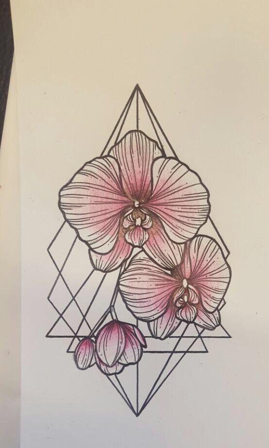 Orchideen Tattoo mit geometrischen Formen