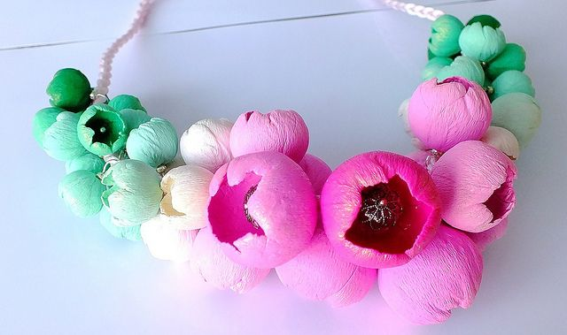 Blossem II, tutorial in the making! | Polymer clay flower necklace by Lillian Poly (Lillian de Vries)