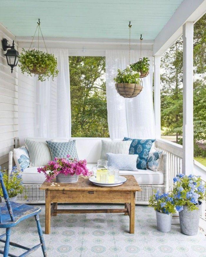 Die Veranda als Erholungsecke gestalten und die Freizeit im Freien genießen