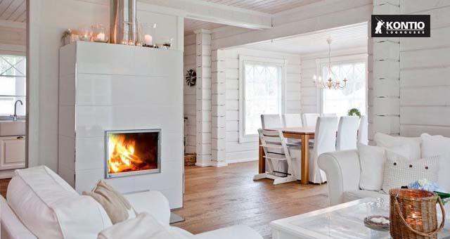 Cheminée blanche dans la maison en bois Kontio.  http://www.kontio.fr/