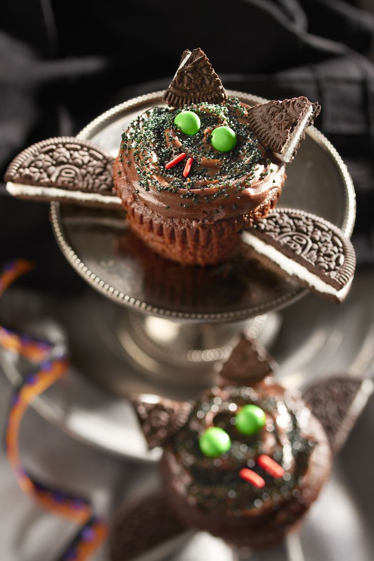 OREO Bat Cupcakes are a sweet treat for all creatures of Fright Night.