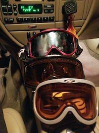 2 Smith optics goggles and 1 Scott all three $40