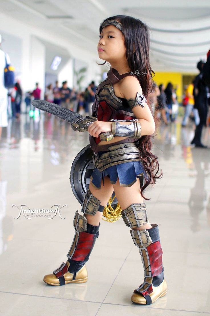 spectacularly-adorable-little-girl-wonder-woman-cosplay