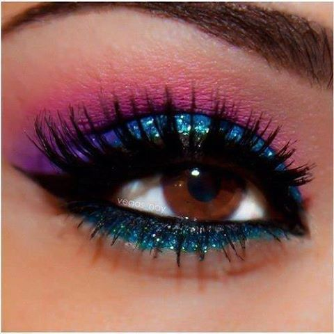 Such vibrant colors blended together so well! This look is amazing and the lashes and glitter took it to the next level.