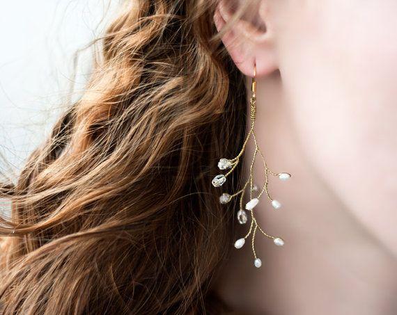 ハンドメイドとビンテージ商品が集まったグローバルなマーケットプレイス、Etsyで見つけたVine earrings, Pearl wedding earrings, Gold earrings wedding, Twigs earrings, Gold bridal earrings, Bride earrings, Winter Wedding によく似た商品はこちら。