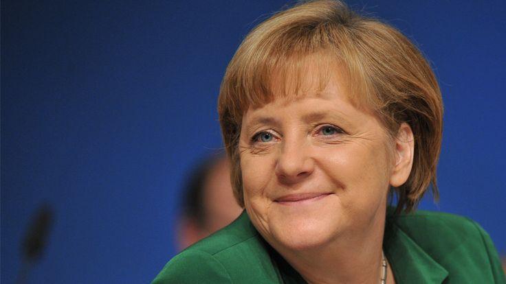 Angela Merkel Thủ tướng Đức Angela Dorothea Merkel là Thủ tướng đương nhiệm của nước Đức. Trong cương vị chủ tịch Đảng Liên minh Dân chủ Kitô giáo, Merkel thành lập chính phủ liên hiệp với đảng anh em, Liên minh Xã hội Cơ Đốc và Đảng Dân chủ Xã hội Đức, sau những cuộc đàm phán ... Wikipedia Sinh: 17 tháng 7, 1954 (tuổi 61), Hamburg, Đức Đảng: Liên minh Dân chủ Kitô giáo Đức Chức vụ: Thủ tướng Đức từ 2005 Vợ/chồng: Joachim Sauer (kết hôn 1998), Ulrich Merkel (kết hôn 1977–1982)