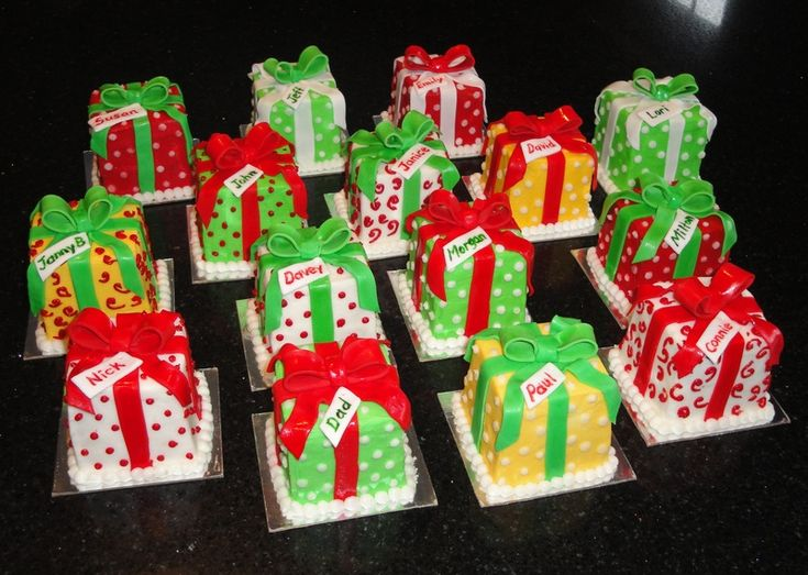 Christmas Cake Decoration Present : 72 best mini Christmas cake ideas images on Pinterest