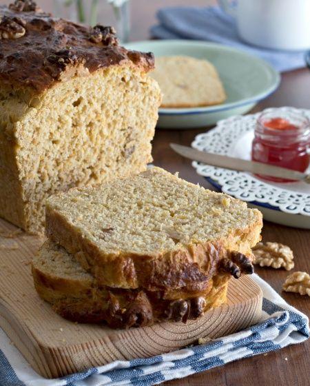 Pão fofo de abóbora e nozes
