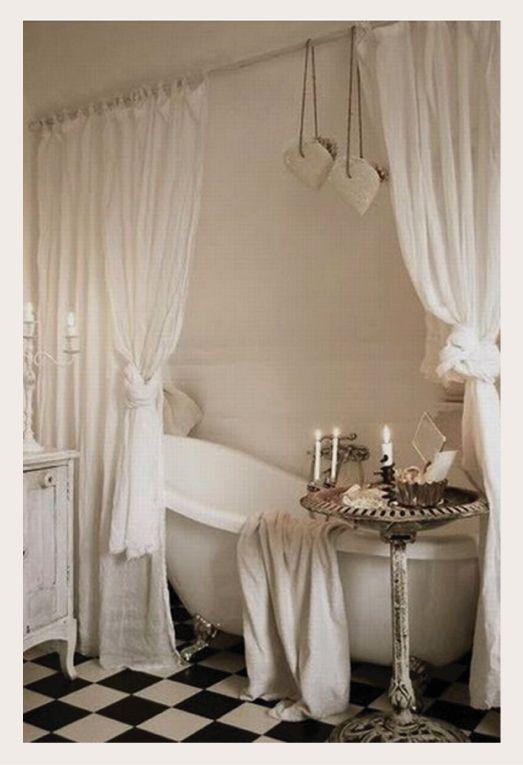 La vasca vintage è l'elemento perfetto per ricreare l'atmosfera accogliente e rilassante delle sale da bagno di un tempo.     Modern...