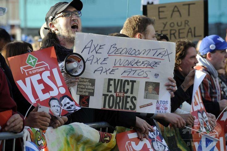 英スコットランド・グラスゴー(Glasgow)で、デービッド・キャメロン(David Cameron)英首相が出席する企業経営者らとの会合の会場近くでデモを行うスコットランド独立支持派の人々(2014年8月28日撮影)。(c)AFP/ANDY BUCHANAN ▼29Aug2014AFP|世論調査でスコットランド独立派が増加、英首相は残留の利点強調 http://www.afpbb.com/articles/-/3024431 #Glasgow