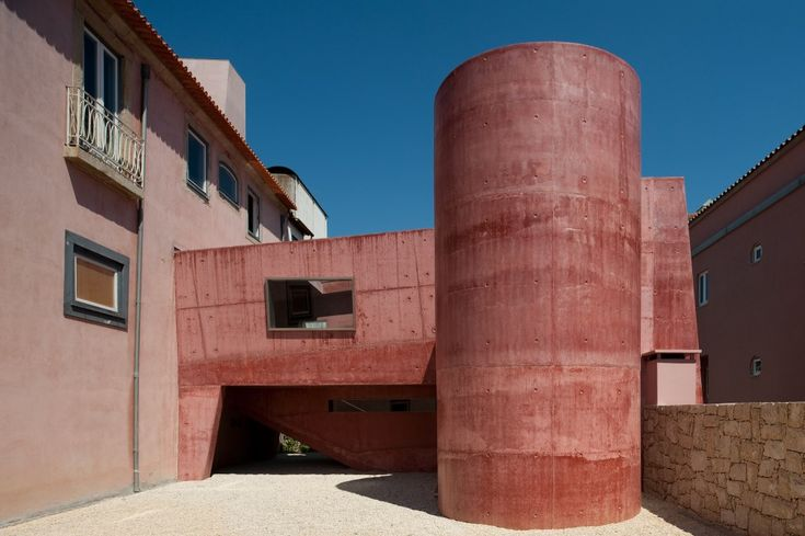 Solar S. Roque Gallery / Manuel Maia Gomes | The project concerns the construction of a passage through two buildings leading to a square which lies eight meter below, leveled by one elevator, inside the staircase.