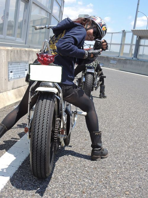 Mica Sakuma on her 1970 Harley Davidson. Mica is a 28 year old motolady from Gifu, Japan who has a blog called Iron Girl.  [ more Japanese motoladies ]