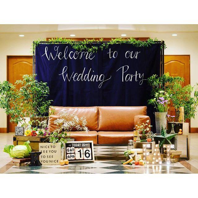 """今や、結婚式になくてはならない存在となった""""フォトブース""""♡新郎新婦さんだけではなく、ゲストも一緒に...海外挙式のことならBride's Dictionary。海外挙式の基本から、人気のハワイ・バリウエディングを中心におすすめの情報をご紹介します。"""