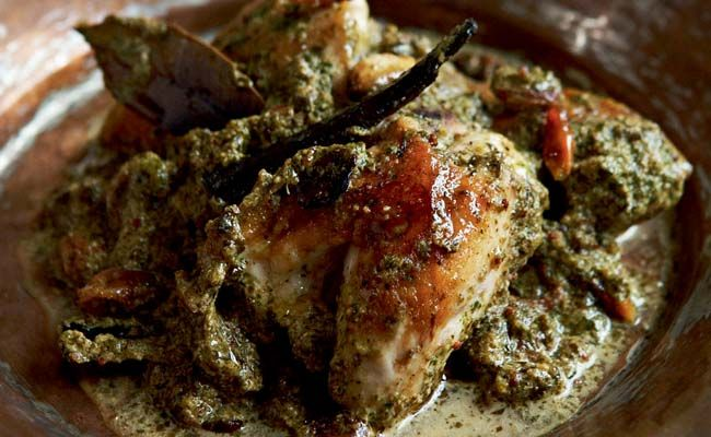 This Chicken in a Spinach and Mustard Sauce is Madhur Jaffrey's method of quickly seasoning a chicken dish with mustard seeds and vinigar. http://bit.ly/PXJEqv
