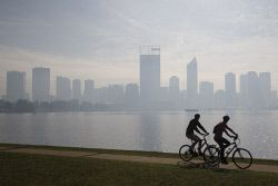 TWA-0070445 © WestPix Smoke haze seen over Perth from the South Perth foreshore. Picture: Simon Santi The West Australian