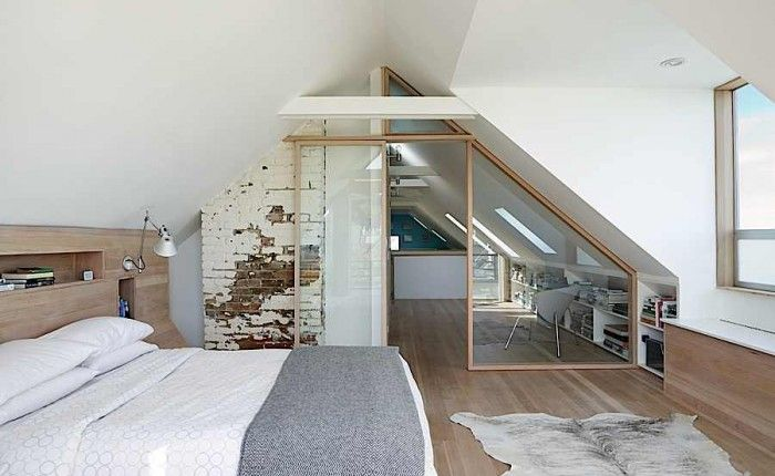 chambre sous combles scandinave bois blond clair et blanc briques cloison et porte verre. Black Bedroom Furniture Sets. Home Design Ideas