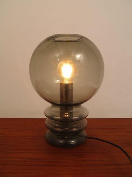 raak lamp     Tafellamp. Hoogte 36,5 cm doorsnede 25 cm. Conditie:kleine chip a 0,5 cm in de bovenste rand.        115,00 Euro