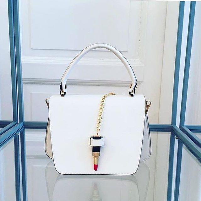 Never forget your #lipstick #handbag #accessories #unique ##Repost @cardinalno_com ・・・ Queen bag in white leather  at www.cardinalno.com #cardinalno #fashion #bag #baglover #borsa #style #milan #queen #giancarlopetriglia #red #lipstick #lips #luxury
