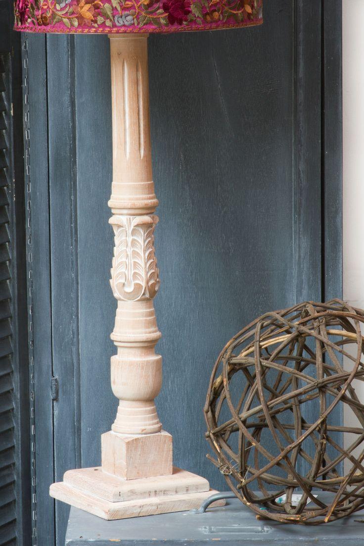 Alúmbrate con nuestras lámparas de madera con pantallas pintadas a mano by BERKANA Shop.