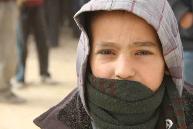 I bambini siriani stanno lottando per sopravvivere all'inverno più freddo degli ultimi 10 anni.  Stiamo lavorando per fornire loro coperte e vestiti pesanti.  E stiamo accogliendo i bambini in spazi in cui possano stare al sicuro, essere vaccinati contro malattie prevenibili, usufruire di acqua potabile e ricevere assistenza psicologica post-trauma.