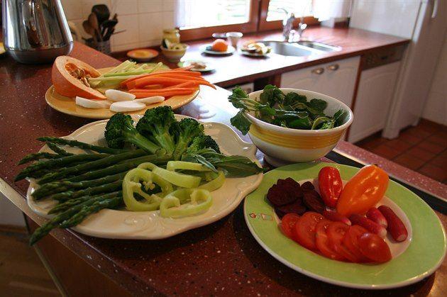 Jak jíst zdravě a netloustnout? Zapomeňte na kalorie a vážení porcí - iDNES.cz