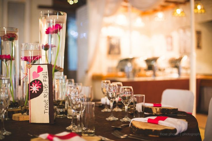 Hot Pink and Black themed wedding! What a beautiful combo for a wedding!