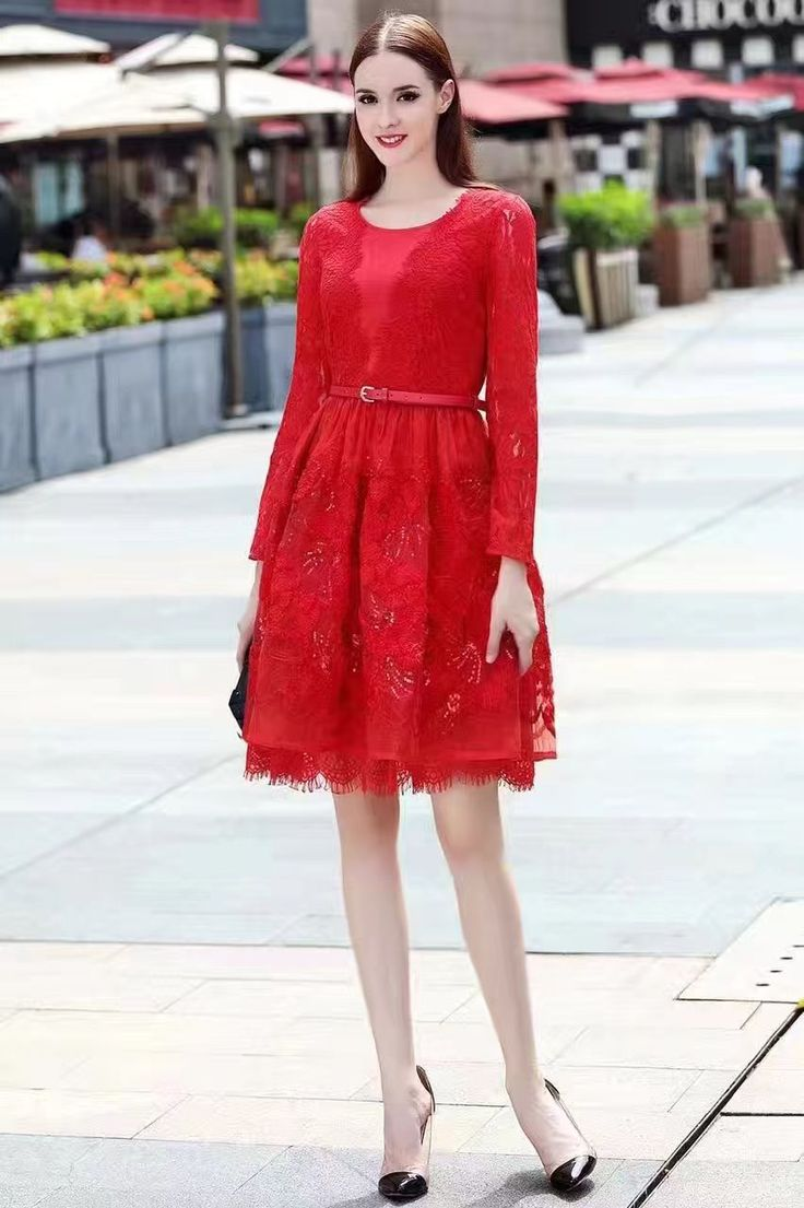 Valentino красное коктейльное платье с блестками!
