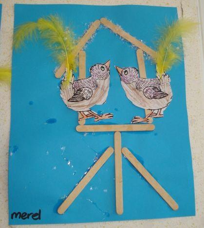 * Knutselen 2d: Vogelhuisje van ijslollystokjes maak er evt. sneeuw bij van propjes crêpepapier, watten, stempelen of met wit kleurpotlood / wasco!