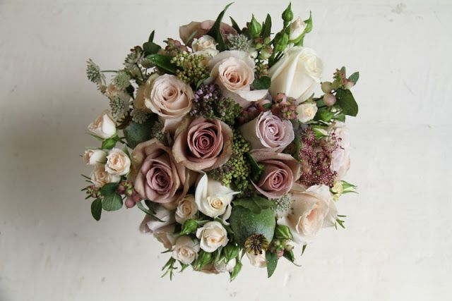 Fabulous Vintage Roses; Amnesia, Quicksand, Metalina, Vendella and Gracia Creme together with some Classic Hydrangea, Poppy Seed Heads, Astrantia, Snowberry and fragrant Herbs Oregano, Rosemary and Dill in this lovely #vintage #wedding #bouquet