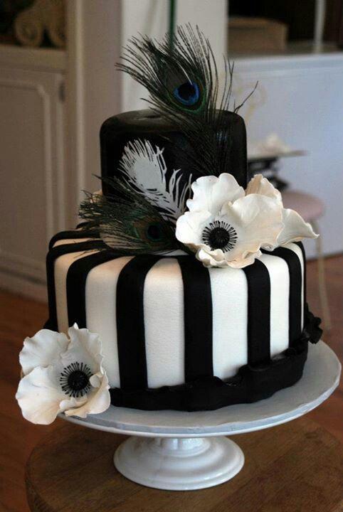 Black and white flowerd cake