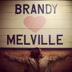 Brandy Melville is another brand which I really adore. This brand is famous for its Californian style. In California many girls own a YouTube account. 'But why?', you'd think. Because many girls in california want to be a rolemodel for many girls and for their subscribers on youtube. They wanna show that you can stand out from the rest, not only by your personality, but also by your clothing style. It's daring but with a touch of cuteness! *see next pin for further description*