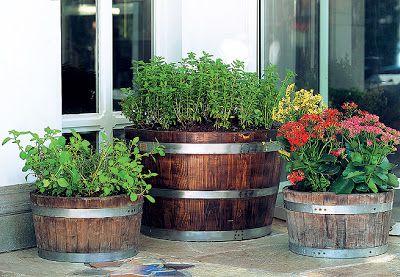 Fika a Dika - Por um Mundo Melhor: Móveis e Vasos Feitos com Barril de Madeira
