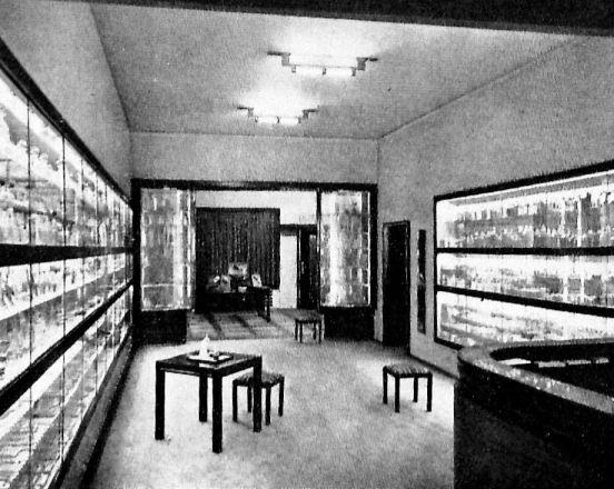 Parfümerie Scherk 1927 Innenarchitekt  Otto Rudolf Salvisbery.
