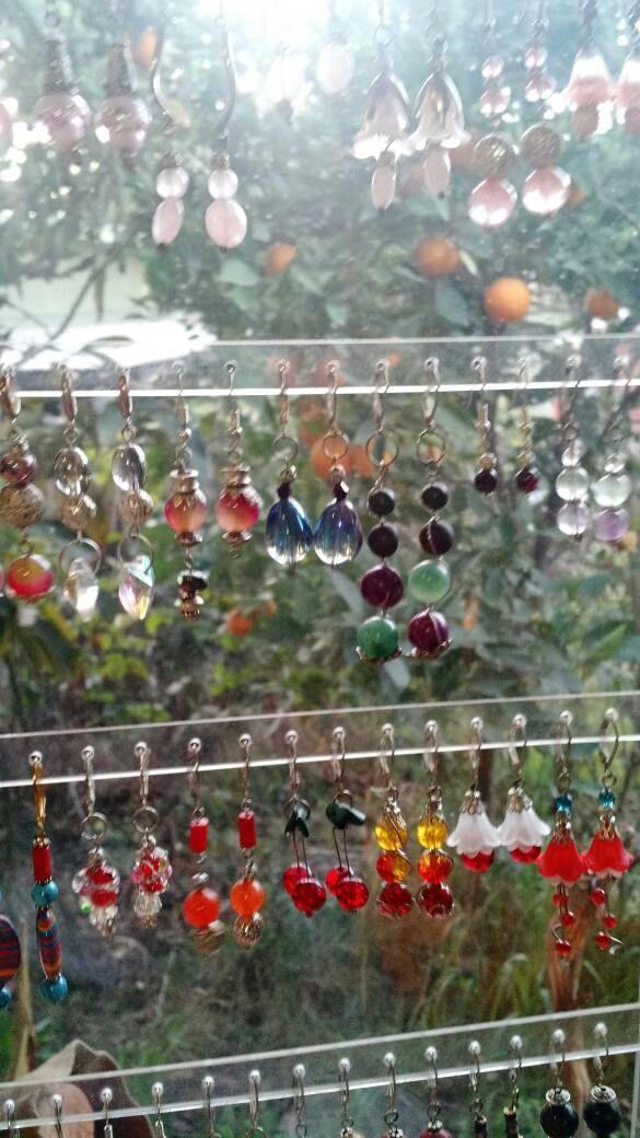 Aros hechos a mano,piedras y cristales,  pares únicos. Escoge los que más te gusten. de Ecoideacl en Etsy https://www.etsy.com/es/listing/543809085/aros-hechos-a-manopiedras-y-cristales