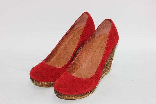 Обувь Красные замшевые туфли на танкетке