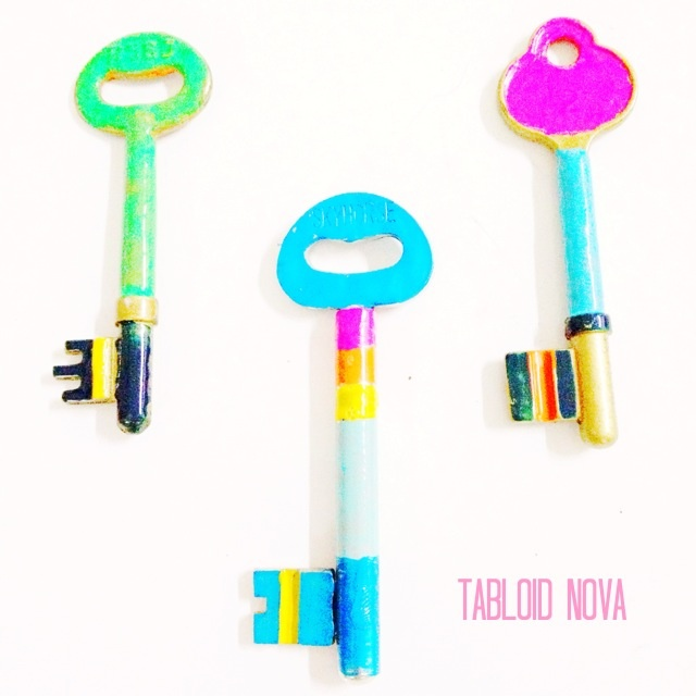 Antique and rusty key + nail polish = Neon key pendant! #DIY #RubrikIFP #NailPolish #Key