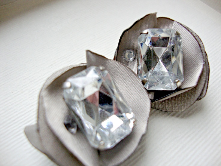 KISS bride and bridesmaid flower clip earrings in satin colour turtledove, white crystal stone and strass | www.lovalu.etsy.com