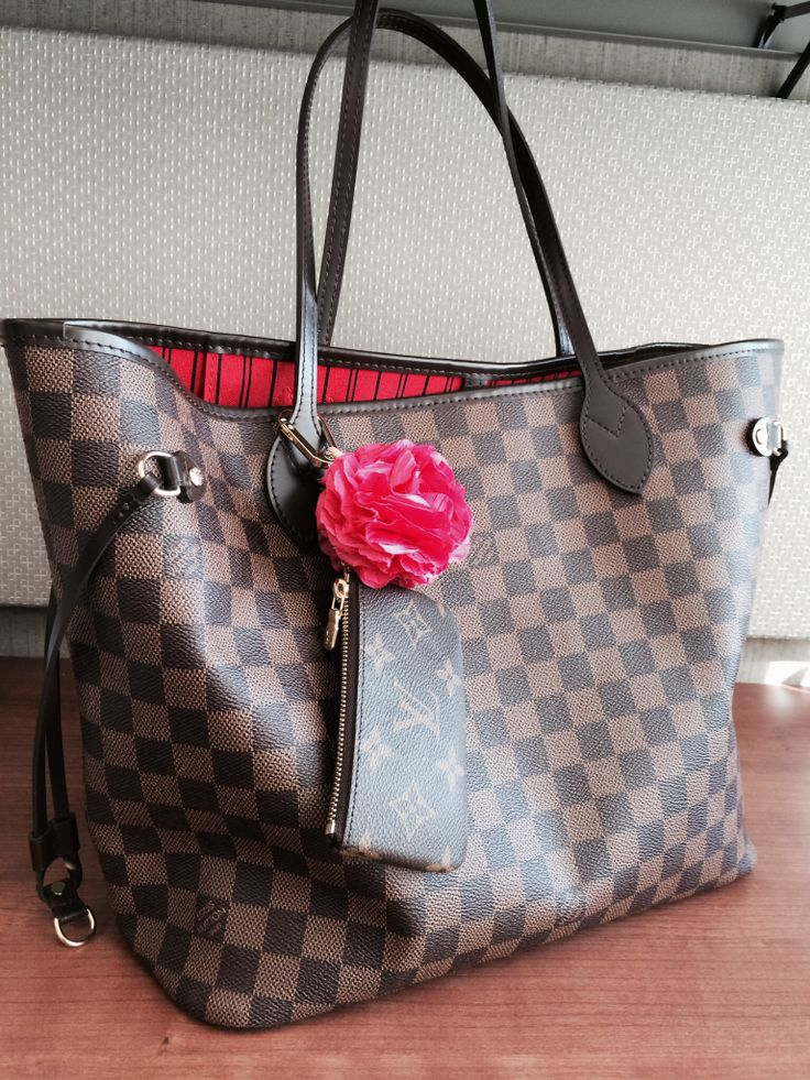 Louis Vuitton Neverfull NM Damier Ebene (MM size) with LV Key Pouch in Monogram and a made to order bag charm from Poppyhearts (www.poppyhearts.com). A day at work:-)